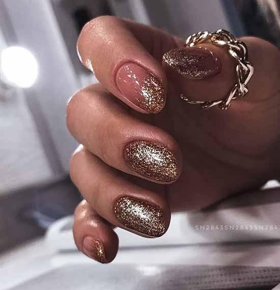 Fashionable glitter manicure