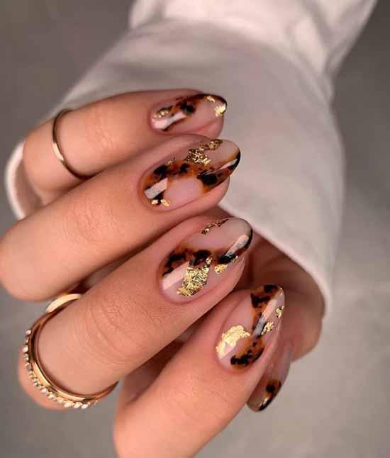 Fashion print on nails
