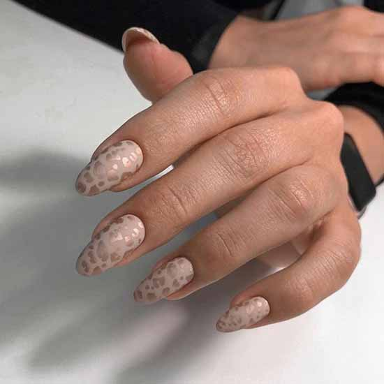 Fashion chic manicure