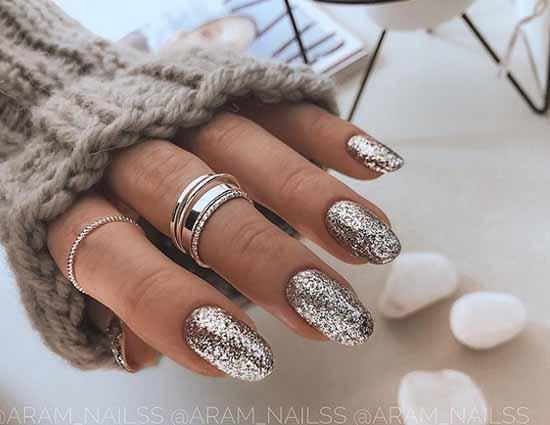 Fashionable black shiny manicure