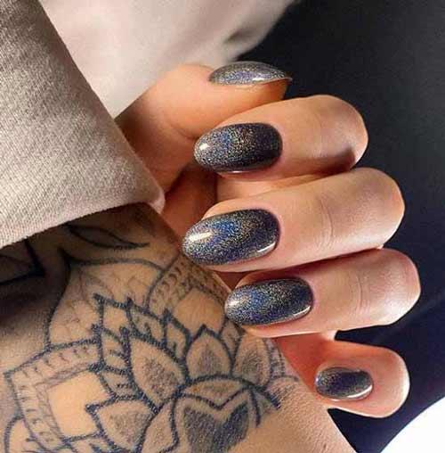Metallic trend in manicure