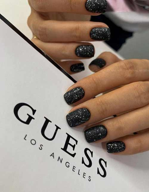 Short nails with glitter
