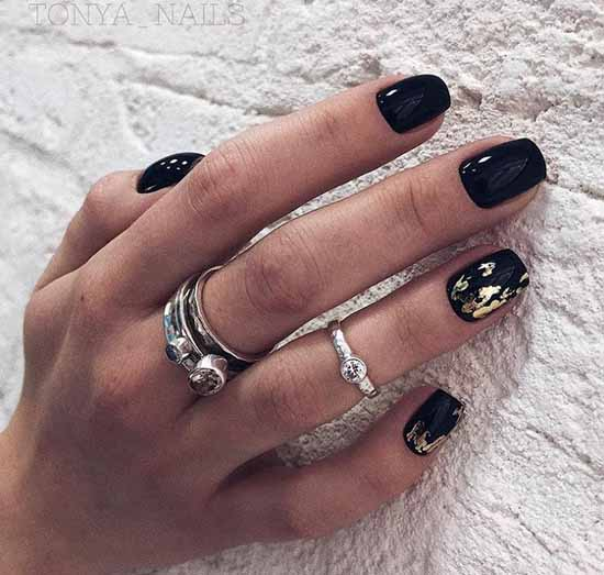 Black with geometry manicure