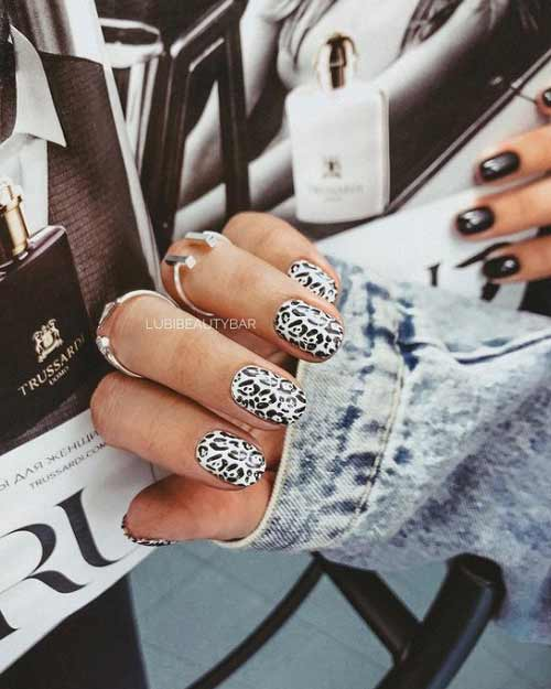 Black and white print on nails
