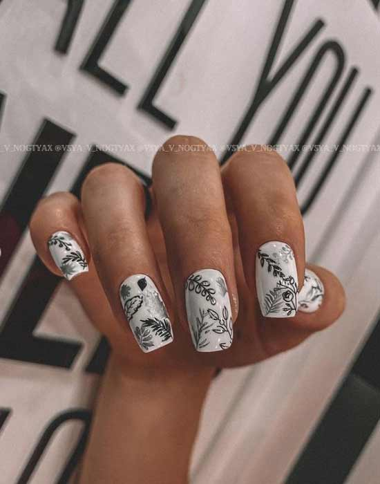 Fashionable nail design black and white