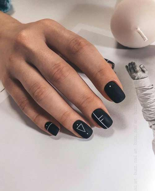 Black and white geometry on the nails