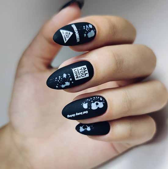 Black and white graphics manicure