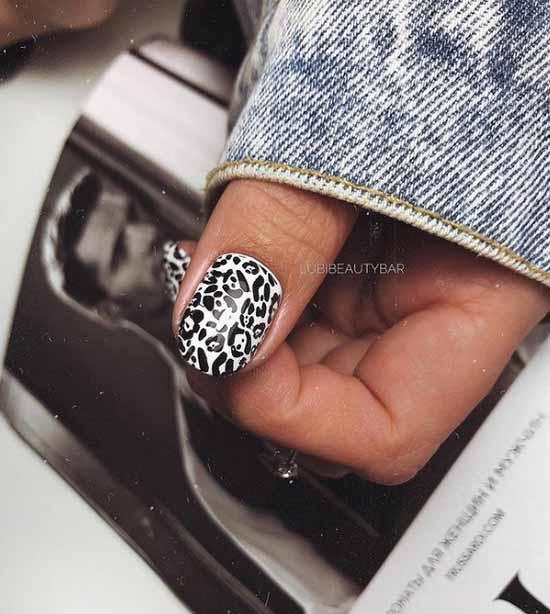 Manicure photo black and white