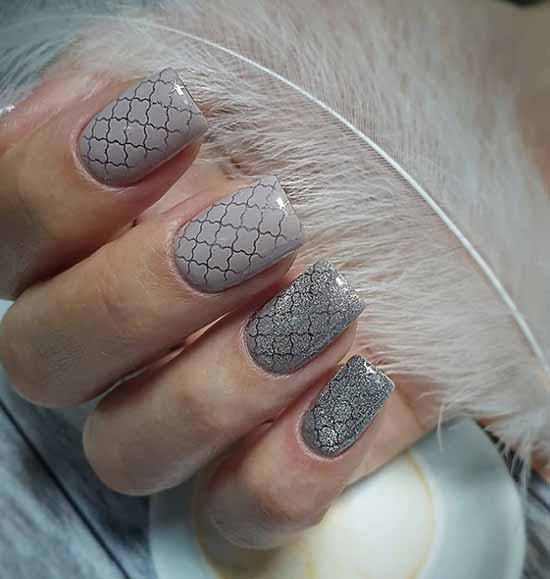 Stamping and cat's eye in manicure