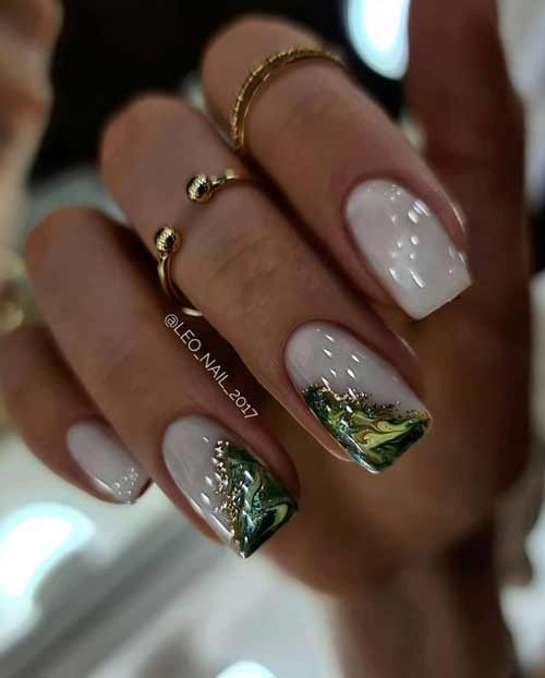 Manicure green texture on nails