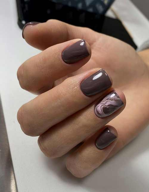 Brown marble for short nails