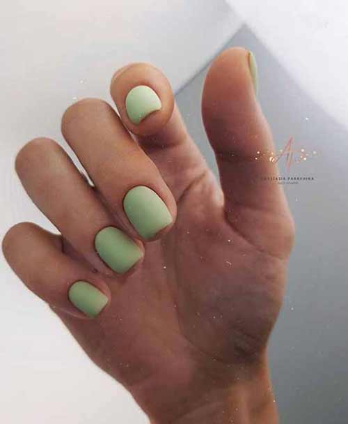 Mint monochromatic manicure