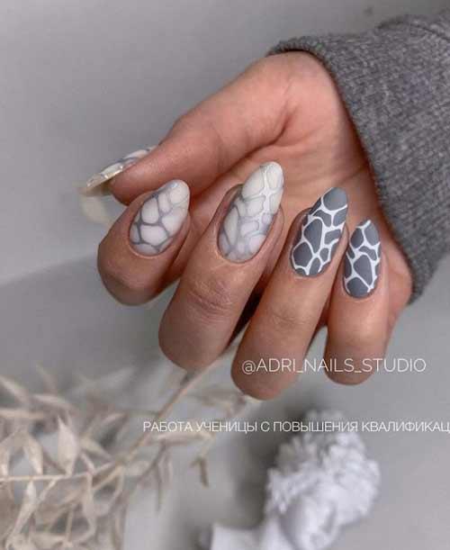 Elegant gray manicure