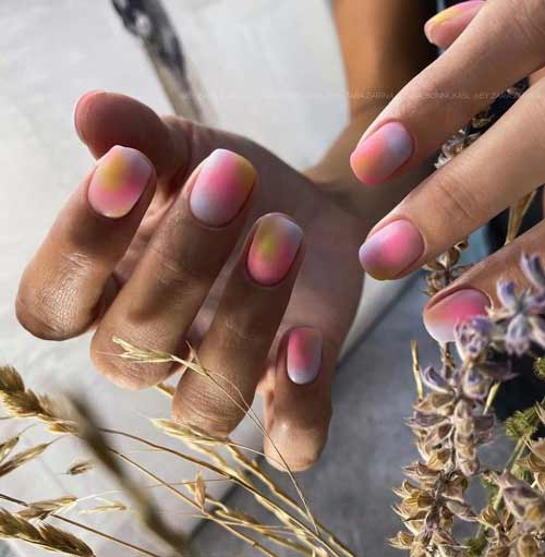 Pastel short manicure spring