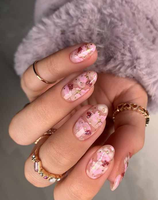 Delicate flowers manicure