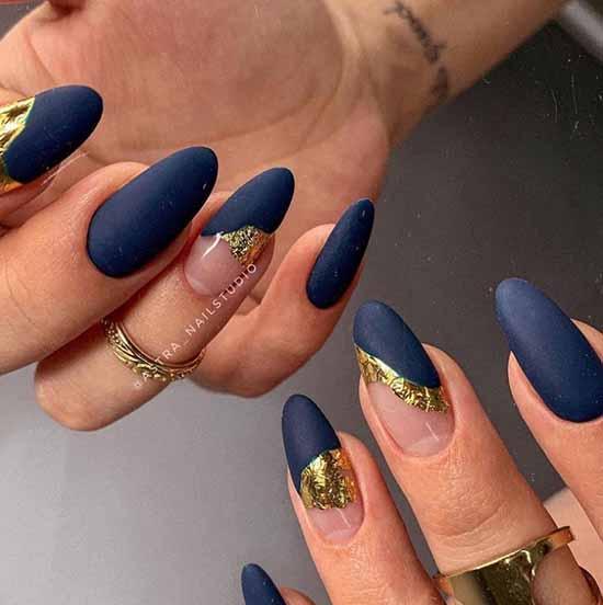 Blue matte manicure with negative space