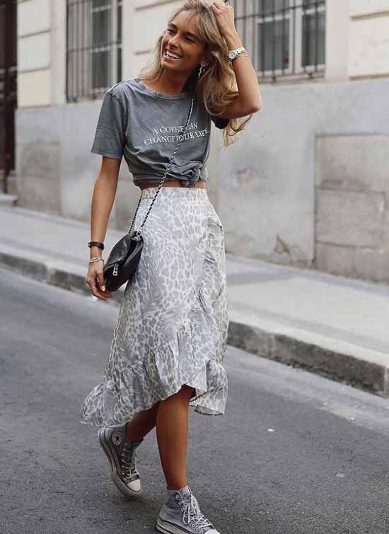 Fashionable denim maxi skirt