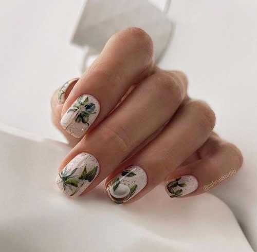Pastel manicure photo