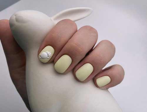 Delicate matte manicure