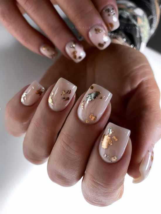 Short nude nails with foil