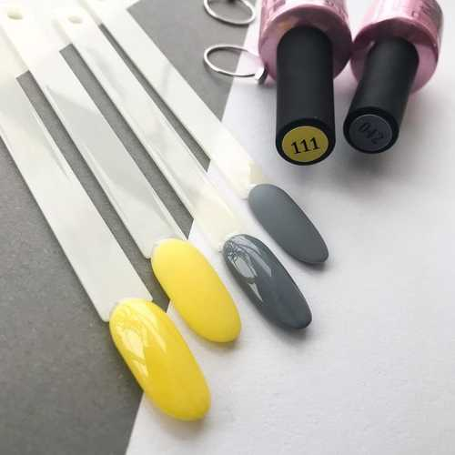 Gray + yellow color in manicure