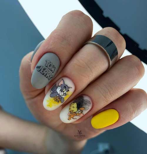 Gray-yellow manicure photo