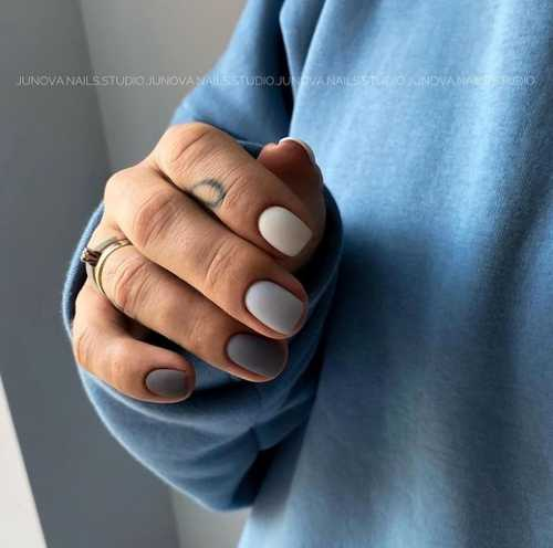 Different shades of gray on the nails