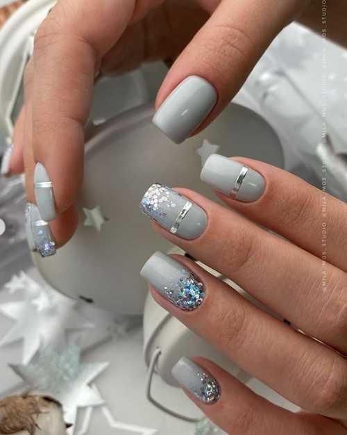 Gray glitter nails