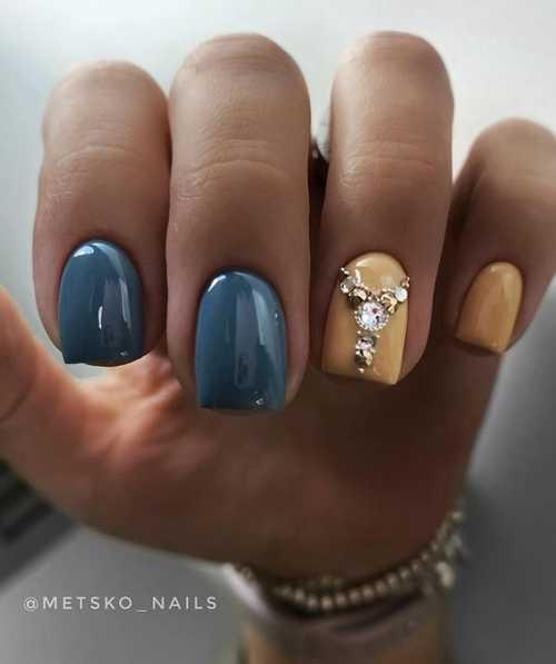 Gray and rhinestones manicure