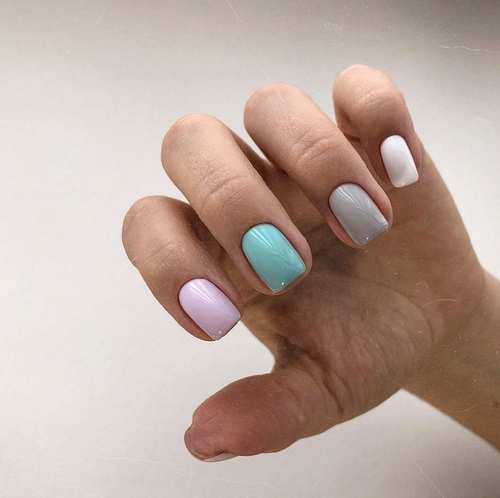 Pastel colors in manicure