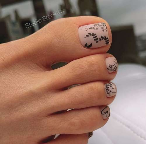 Matte nude pedicure with drawings