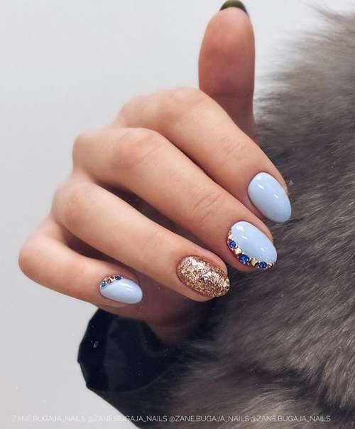 Small nails in blue