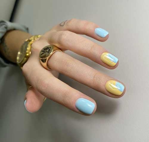 Blue short manicure
