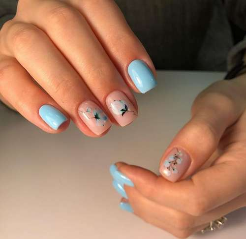 Spring blue with flowers manicure