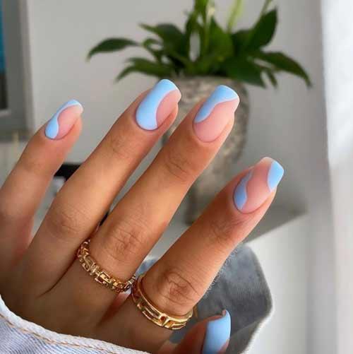 Manicure blue negative space