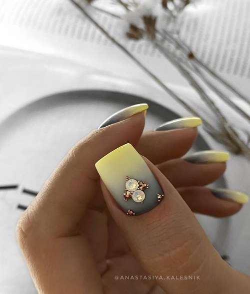 Gray-yellow gradient on nails
