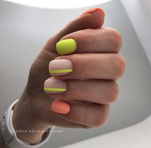 Manicure in two bright colors