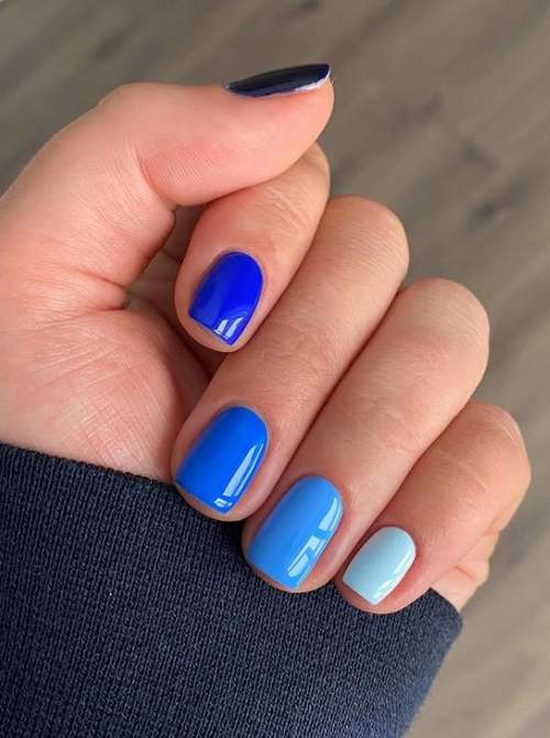 Blue + blue solid color manicure