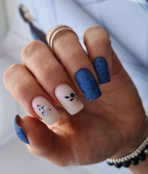 Snow beige classic manicure