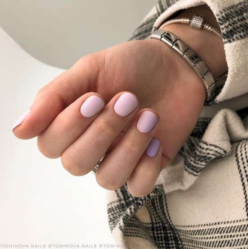 Two lilac colors on the nails