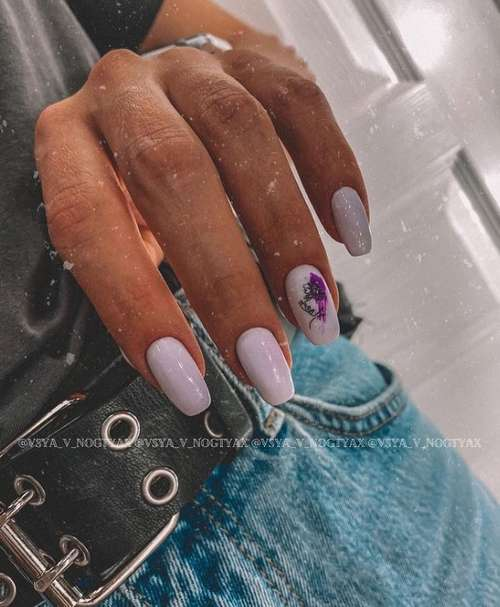 Manicure with a delicate floral print