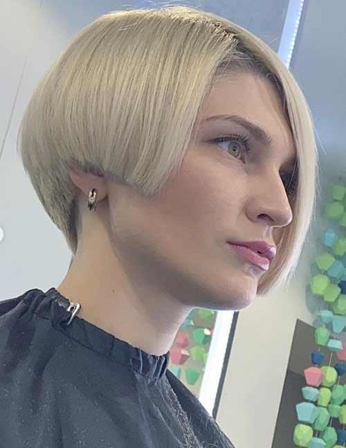 Asymmetrical short haircuts without bangs