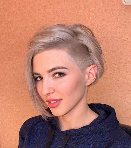 Fashionable short haircuts without bangs