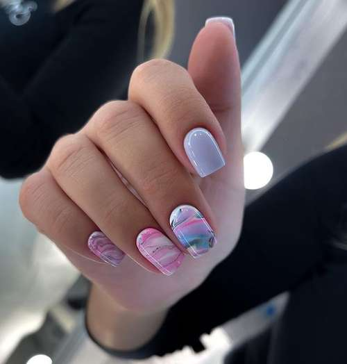 Manicure in pink and gray tones