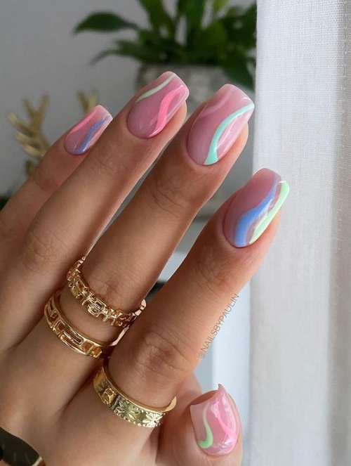 New-fashioned manicure in pink tones