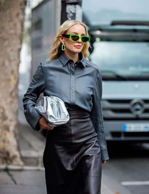 How to wear a black leather skirt