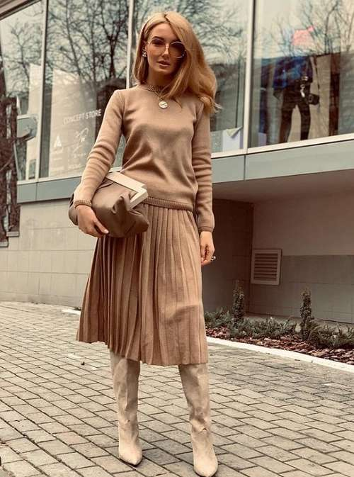 How to wear a beige pleated skirt