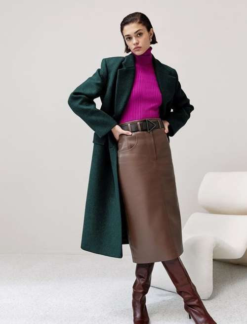 Fashionable leather skirt with what to wear