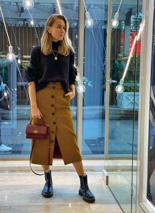 How to wear a buttoned midi skirt