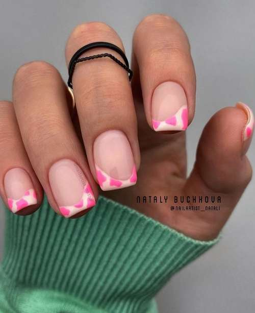 Colored French short nails with a pattern